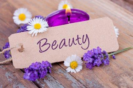 Beauty mit duftendem Lavendel